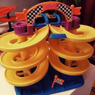 Fisher Price Super Spiral Speedway