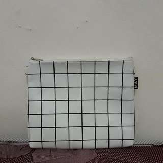 White Pouch / Slingbang Local Brand