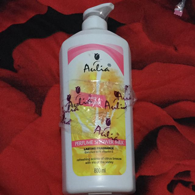 Aulia perfume shower milk (shower cream)