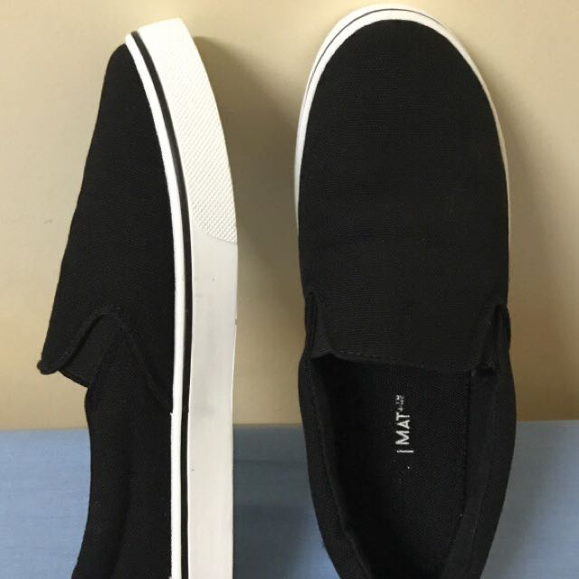 Black Slip-on Sneakers *size 7*