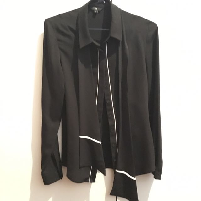 CUE - Black Blouse With White Trimming And Necktie - Size 6