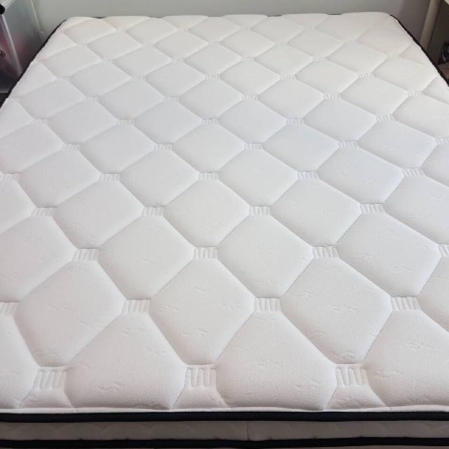 THERAPEDIC MATTRESS (QUEEN SIZE)