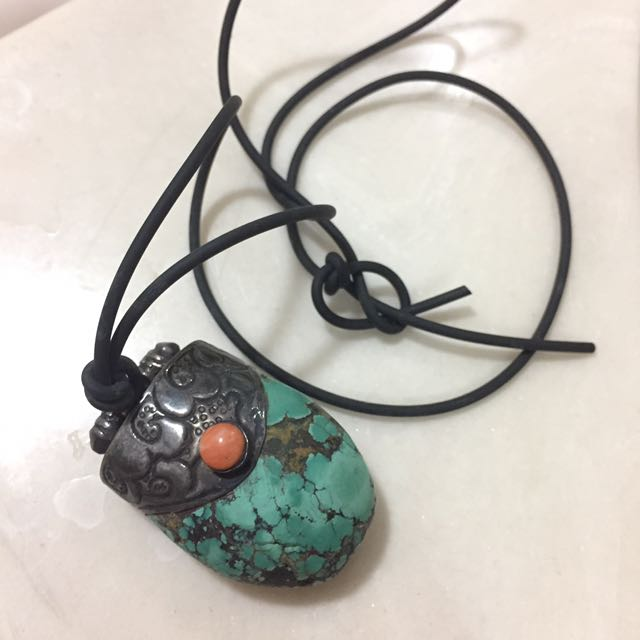 Short Necklace With Turquoise Pendant