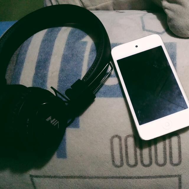 "NIA X3 Bluetooth,Ipod8gb. ""BUNDLE"""