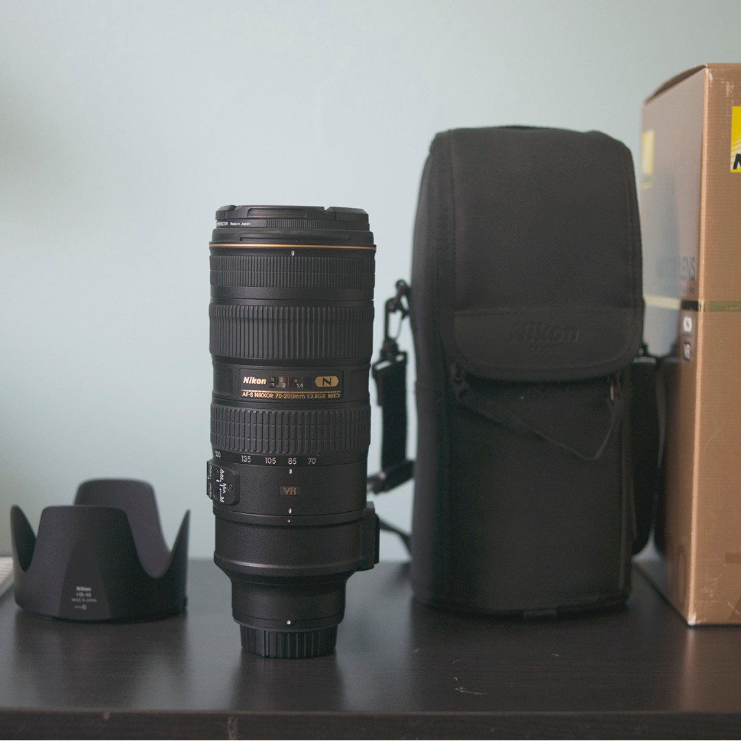 Nikon AF-S NIKKOR 70-200mm f/2.8G ED VR II - Perfect Condition