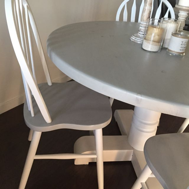 Round Wooden Kitchen Table With Chairs
