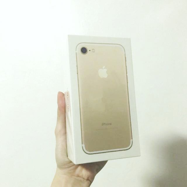 SELLING LOW SEALED IPHONE 7