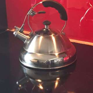 Stovetop kettle - Whistling 2.5 L Paderno Kettle