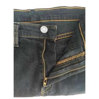BDG Girlfriend Fit Jeans