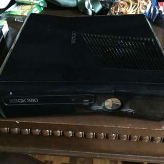 XBOX 360 S w/ 10 Games 2 Controllers