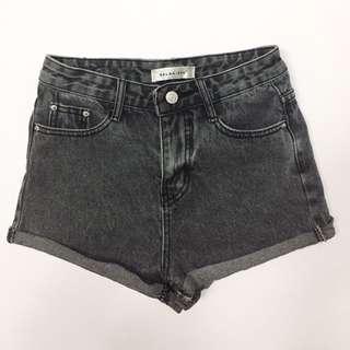 炭灰色牛仔短褲