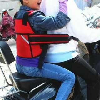 現貨全新特價 一個270元-   兩個帶520元 多功能兒童機車安全帶 升級豪華版 兒童小孩座椅寶寶自行車 摩托車 安全帶綁帶 紅色/灰色兩色