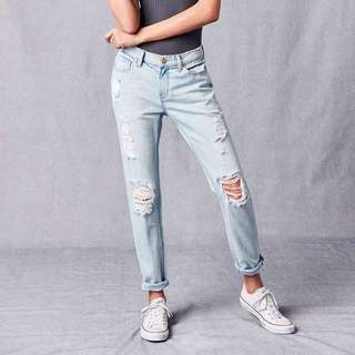 BDG Low-rise Ripped Boyfriend Jeans