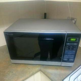 *NEEDS TO GO* Sharp R-30A0(S) Microwave Oven