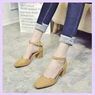 DICARI! Sepatu Seperti Di Gambar