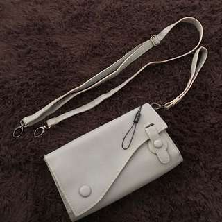 Clutch & slingbag brand Les Femmes