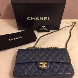 清櫃特價!Chanel💙Classic Double Flap Bag In Navy Blue Ghw