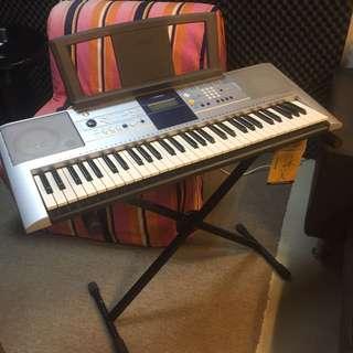 YAMAHA Digital Keyboard PSR-E323