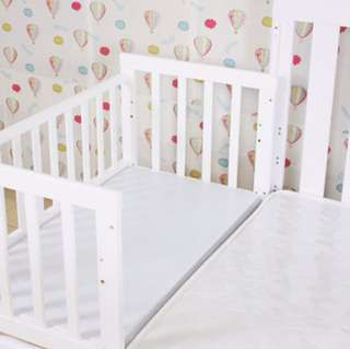 Baby Cot/bedside crib
