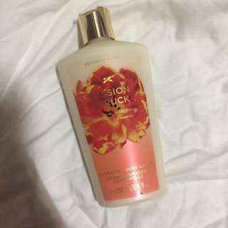 Victoria's Secret Hydrating Body Lotion (Passion Struck)