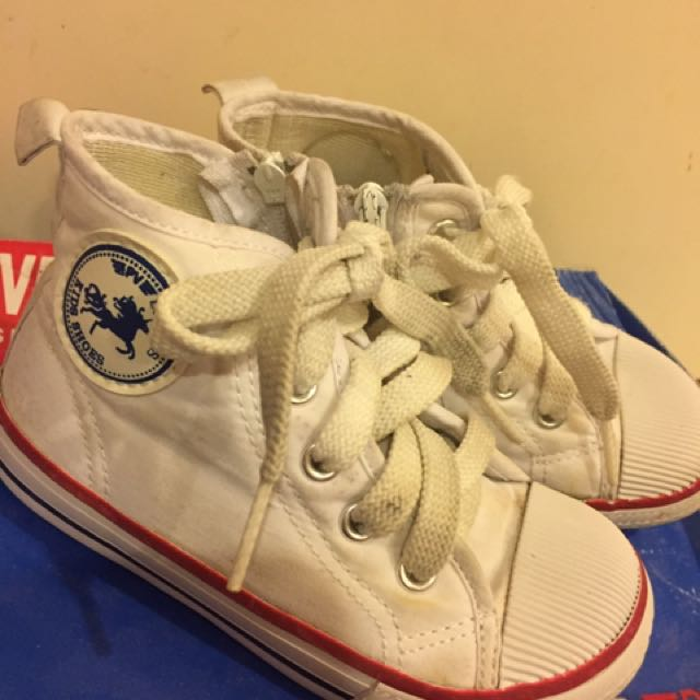 白色高筒帆布鞋