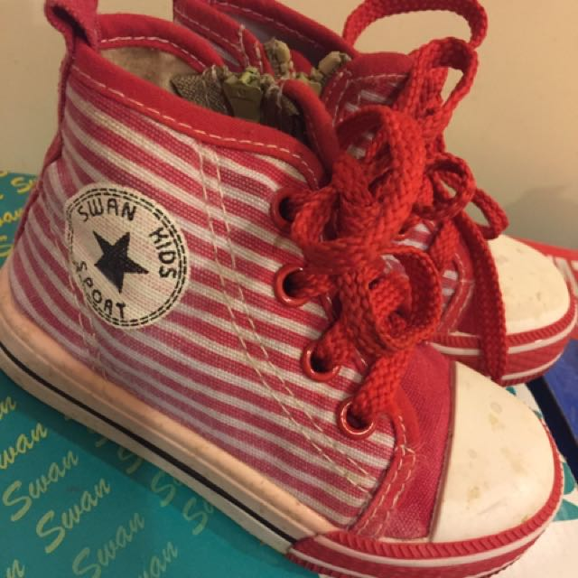 紅色高筒帆布鞋