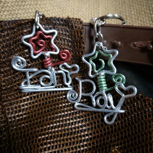 姓名鑰匙圈訂做  手工鋁線製作,不會生鏽,可以訂做獨一無二姓名鑰匙圈吊飾,相框名片座,項鍊手鍊,書籤memo夾,別針擺飾 耳環,情人節禮物 畢業禮物 聖誕禮物 生日禮物 紀念品 婚禮小物 母親節禮物 ,完全客制化~~