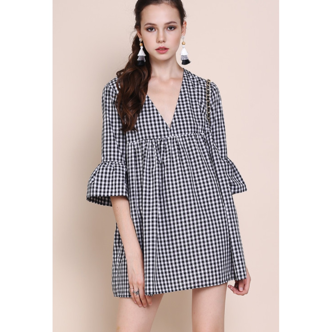 a5268fb10c81 INSTOCK   BABYDOLL GINGHAM V NECK DRESS