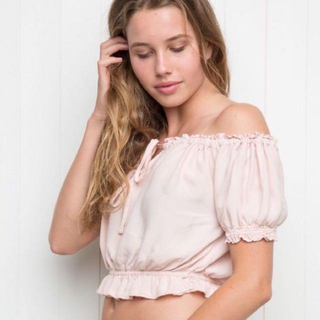 Brandy Melville Ezra top 粉色平口上衣