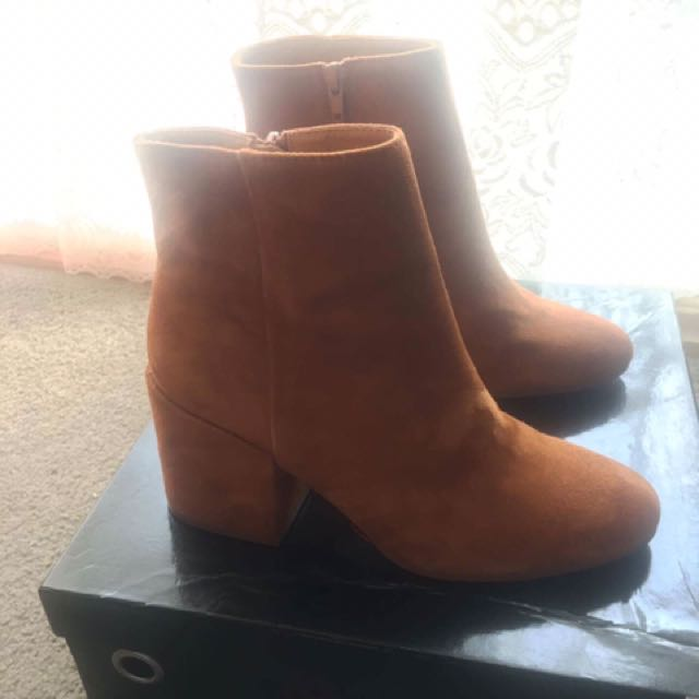 Diavolina Paola Tan Suede Boots Size 7.