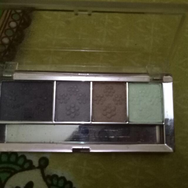 eye shadow caring shadenya : ungu tua. ungu muda. pink. putih
