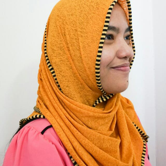 Kerudung Instant Topp Kuning Kunyit Harga Udah Termasuk Ongkir Khusus Jabodetabek Fesyen Wanita Muslim Fashion Di Carousell