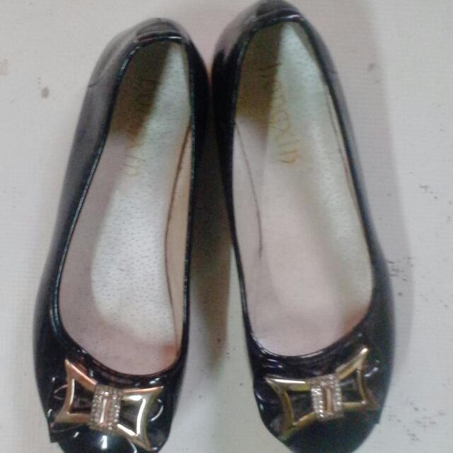 Ladies Doll Shoes.