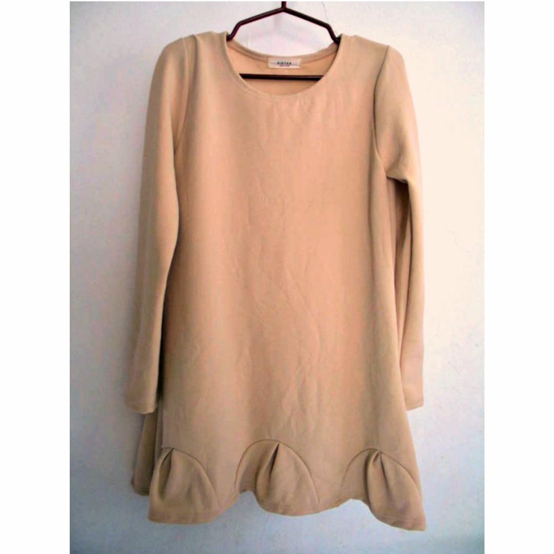 Long-Sleeved Shift Dress with Scallop Ruffled-Hem
