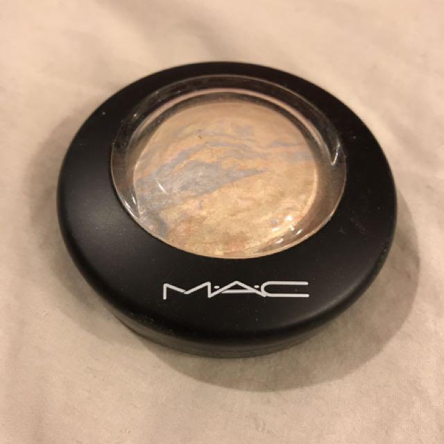 MAC Mineralize Skinfinish in Lightscapade