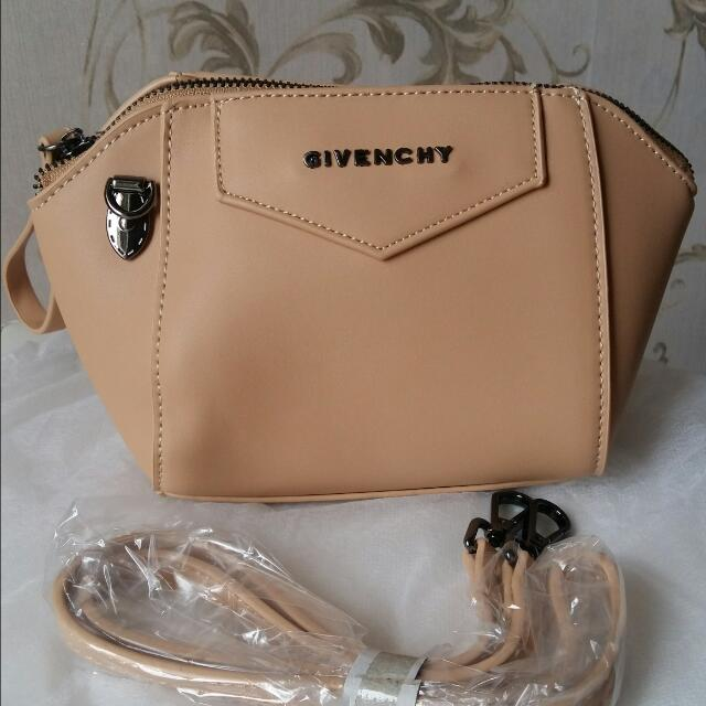 Mini Givenchy Bag Creme