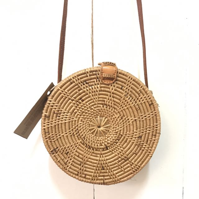 round rattan sling bag repriced preloved women 39 s. Black Bedroom Furniture Sets. Home Design Ideas