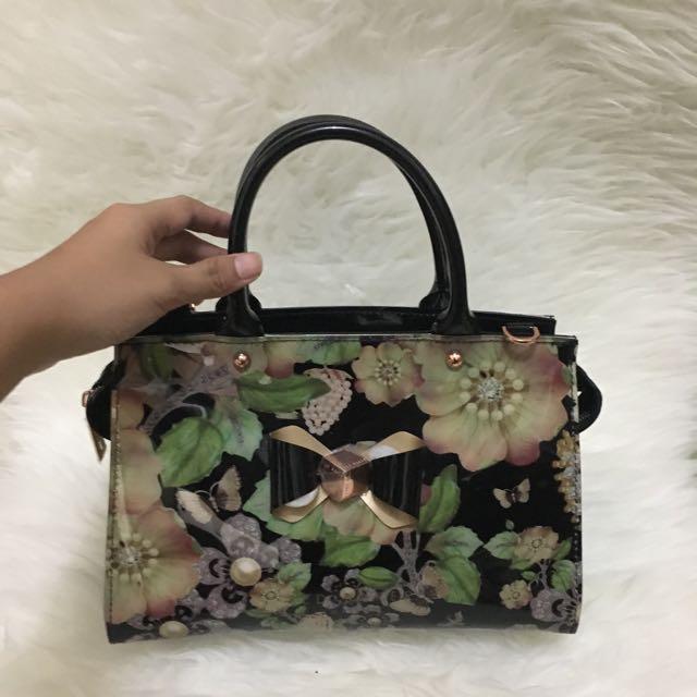 Ted Baker gel 2 colors lux sling bag