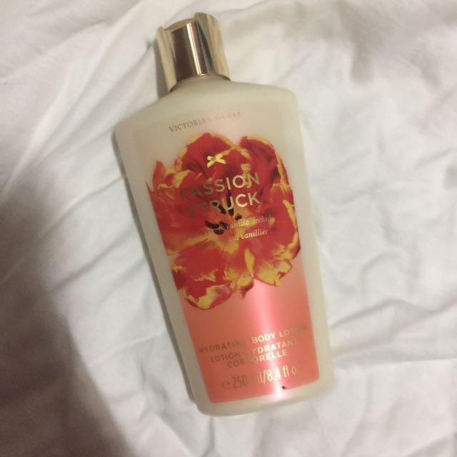 Victoria's Secret Hydrating Body Lotion (Passion Struck)