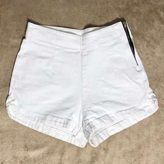 White Highwaist Short
