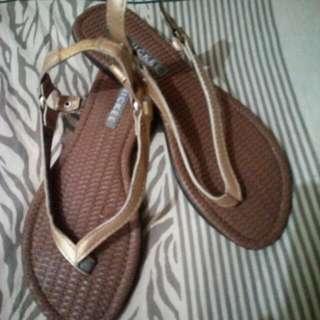 finickee sandal size 5