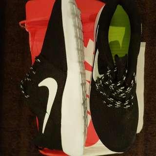 New Nike Roshes