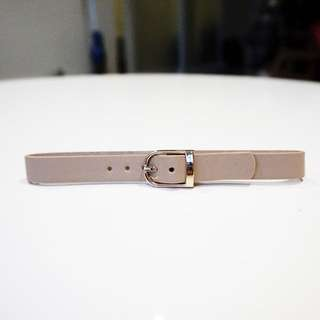 NEW PRETTYLITTLETHING Narella Nude Single Buckle Chokef