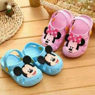 兒童涼拖鞋送兒童可愛牙刷 寶寶涼鞋 夏日超透氣小膠鞋 環保材質 防水防滑耐穿舒適柔軟厚實輕巧