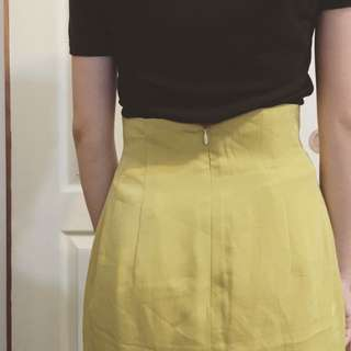 芥黃腰細短裙