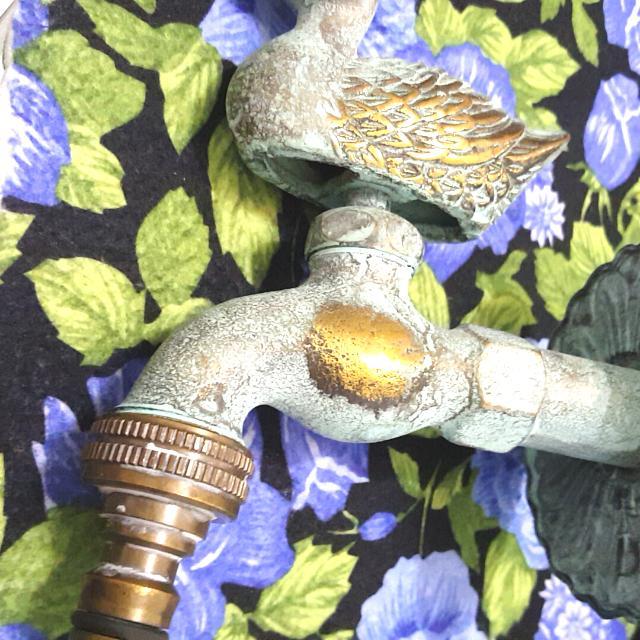 青銅製水龍頭