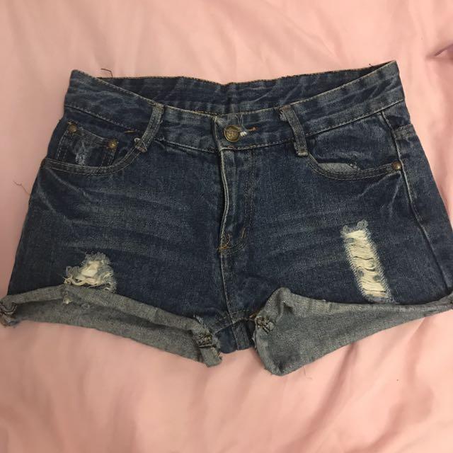 深藍色刷破牛仔短褲
