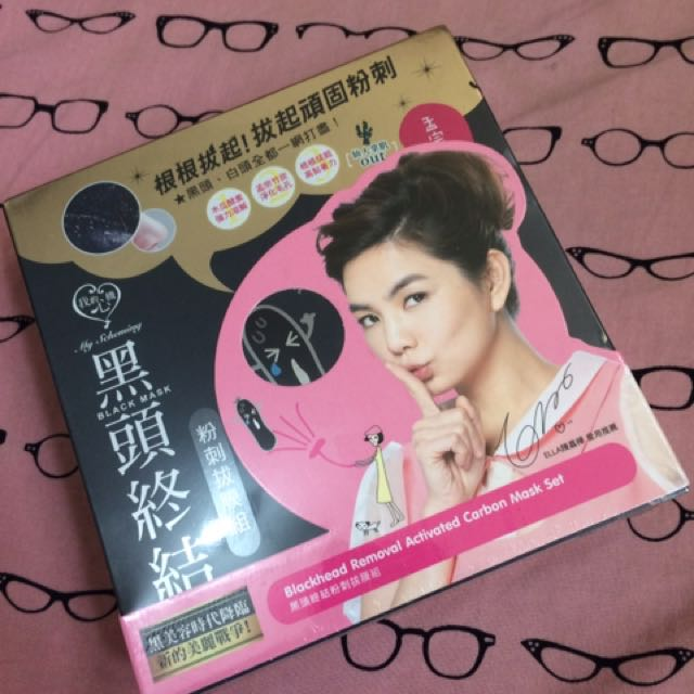 Blackhead Removal Activated Carbon Mask Set (Unused/sealed). Bought from Taiwan. Price @ 250 + shipping fee.