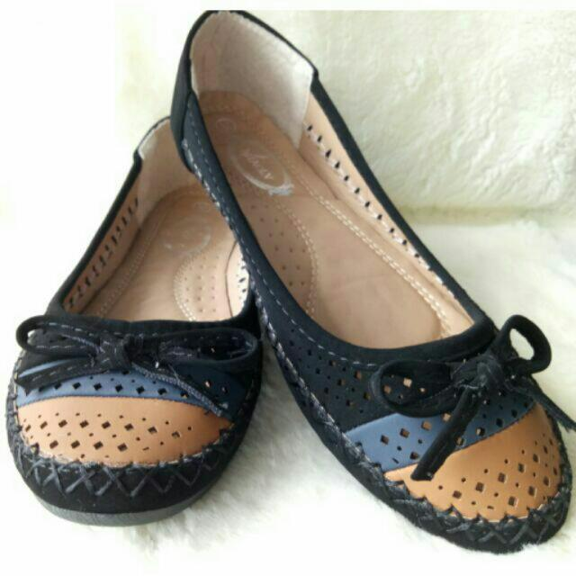 Flat Shoes With Blue