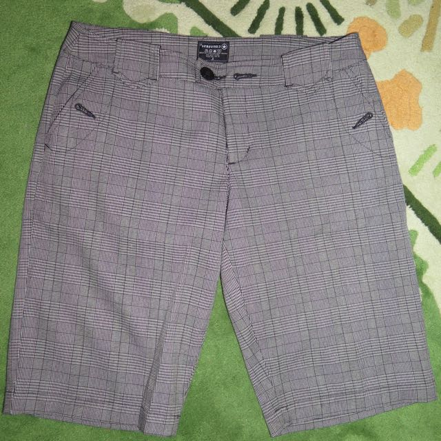 LIKE NEW- CONVERSE SHORT PANTS